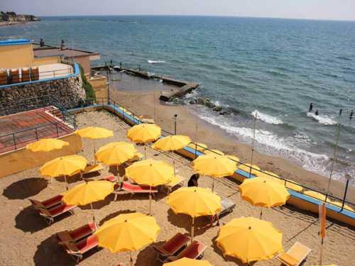 Пляж в Anzio, городке неподалеку от Рима