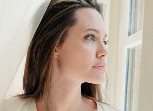 Анджелина Джоли стала лицом нового парфюма Guerlain